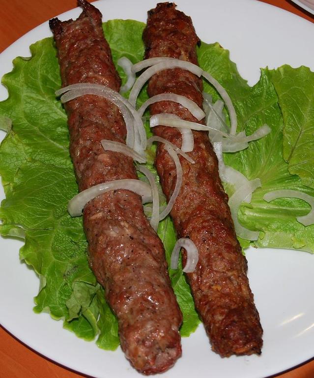 lula kebab tandoor na talerzu